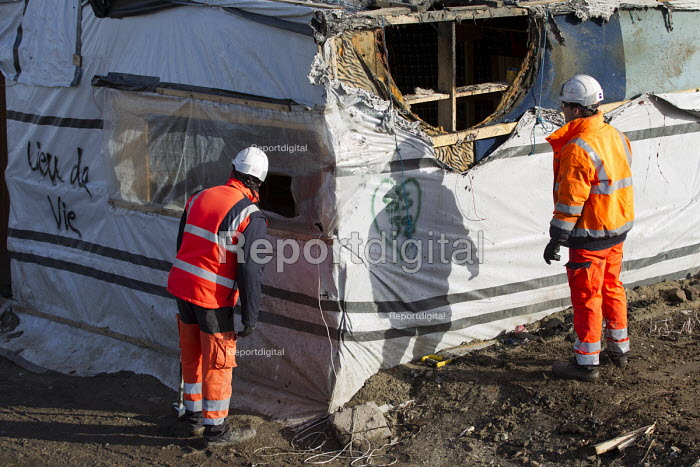 Demolition of the makeshift Jungle refugee camp, Calais, France - Jess Hurd - 2016-03-02
