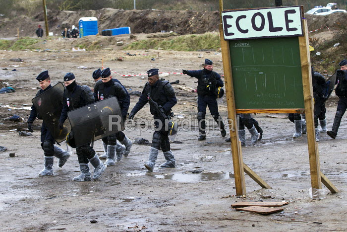 School sign. CRS riot police enter camp, demolition of the Jungle refugee camp, Calais, France - Jess Hurd - 2016-03-03