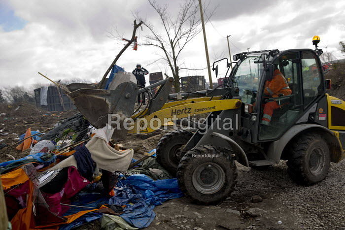 Demolition of the southern part of the refugee makeshift Jungle camp. Calais, France. - Jess Hurd - 2016-03-03