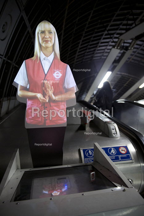 London Underground hologram giving commuters escalator safety instructions, Jubilee Line, London - Jess Hurd - 2016-03-07