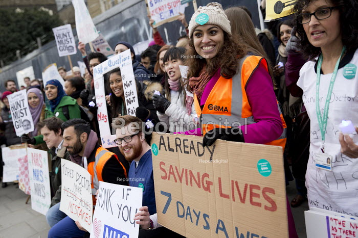 BMA Junior Doctors picket Royal London Hospital against the imposition of a new contract. East London. - Jess Hurd - 2016-03-10