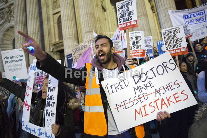 BMA Junior Doctors picket Royal London Hospital against the imposition of a new contract. East London. Tired Doctors Make Mistakes - Jess Hurd - 2016-03-10