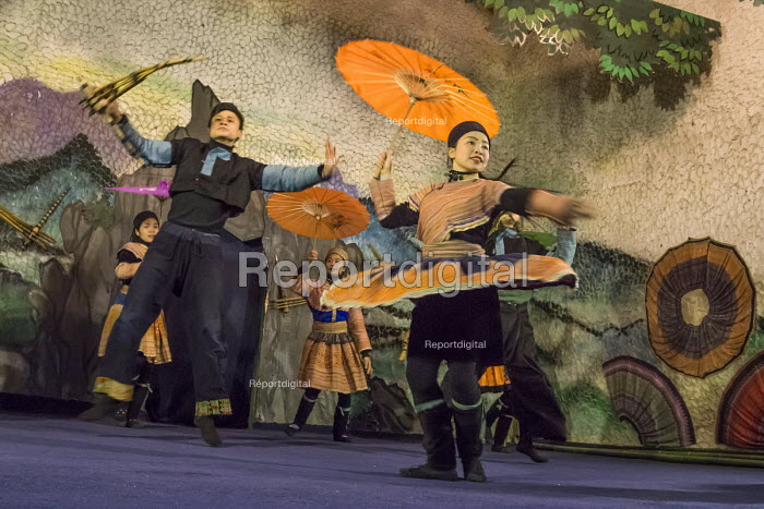 Hmong traditional dancing performed by a troupe of dancers in Cat Cat Village, Sapa, Vietnam - David Bacon - 2015-12-17