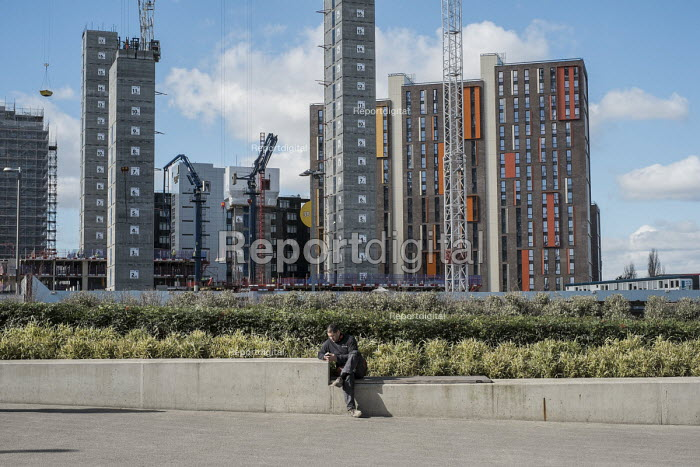 Construction of high rise residential apartment blocks, Wembley London - Philip Wolmuth - 2016-03-04