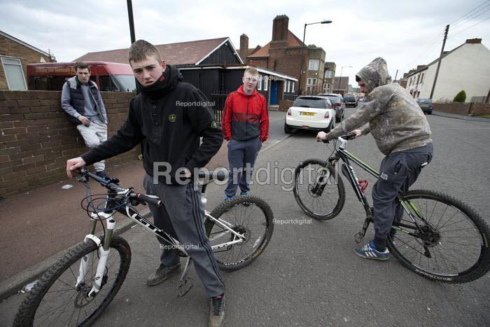 Teenagers on the streets, Easington Lane, Hetton, Tyne and Wear - John Harris - 2016-03-24