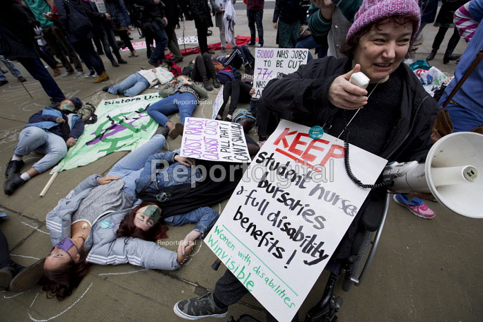 Junior doctors protesting outside the Department of Health on a 48h strike. Organised by the People's Assembly. Westminster, London. - Jess Hurd - 2016-04-06
