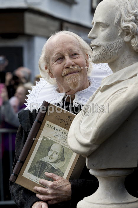 Actor with the Compete Works and a bust. Commemorating 400th anniversary of William Shakespeare, Shakespeare's Birthday Celebrations, Stratford-upon-Avon  �' - John Harris - 2016-04-23