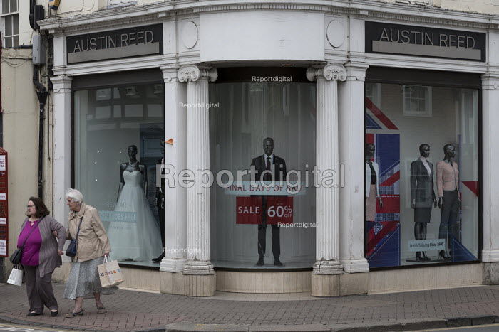 Report Digital Photojournalism Dilapidated Frontage Of Austin Reed Shop 1 000 Jobs Are At Risk At Tailoring Brand Where Administrators Are To Be Ap