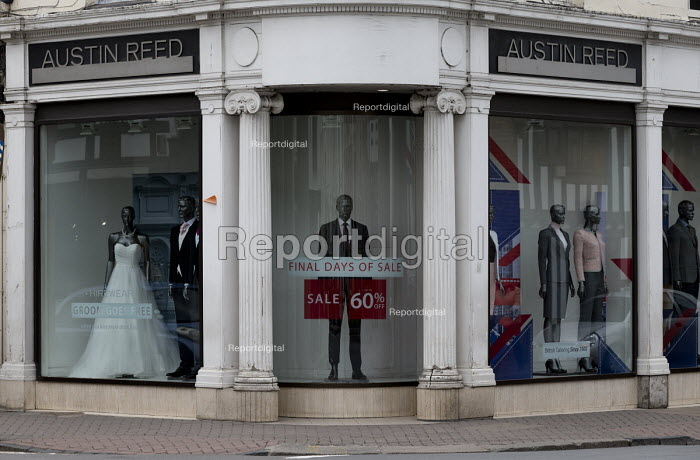 Report Digital Photojournalism Dilapidated Frontage Of Austin Reed Shop 1 000 Jobs Are At Risk At 116 Year Old Tailoring Brand Where Administrators