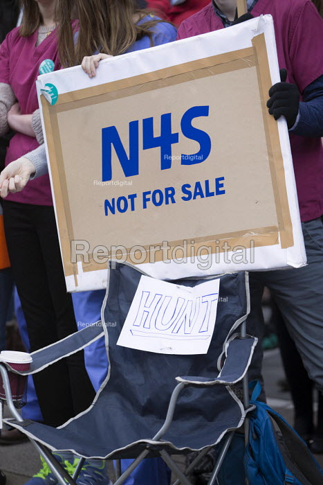 Junior doctors on strike against the imposition of a new contract, Bristol Royal Infirmary - Paul Box - 2016-04-26