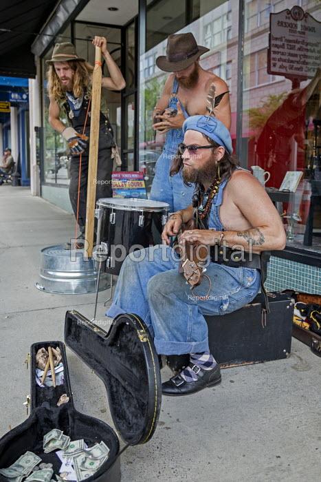 Asheville, North Carolina USA, A jug band busking in the street - Jim West - 2016-04-28