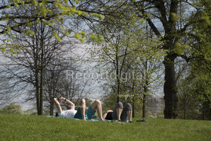 Young couple laying on the grass, Kensington Gardens, London - Philip Wolmuth - 2016-05-08