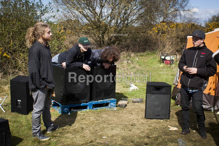 Illegal rave or free party, Huddersfield, West Yorkshire, packing up - Connor Matheson - 2016-04-23