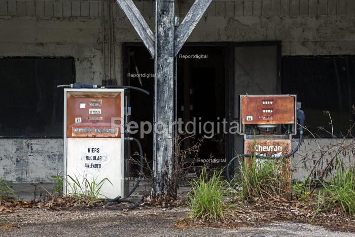 Eddy, Florida, USA, derelict Chevron petrol station and pumps - Jim West - 2016-04-22