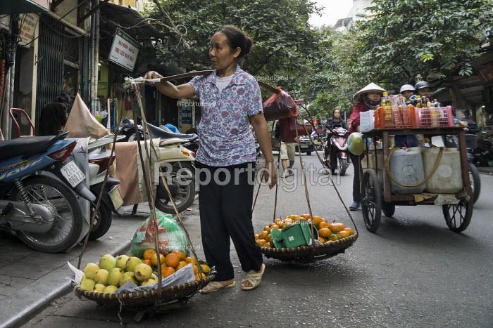 Hanoi, Vietnam, Street sellers - David Bacon - 2015-12-09