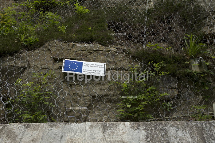 EU part funded gorge land stabilisation project to prevent rock falls, Ironbridge, Shropshire, project part funded by European Regional Development Fund - John Harris - 2016-05-17