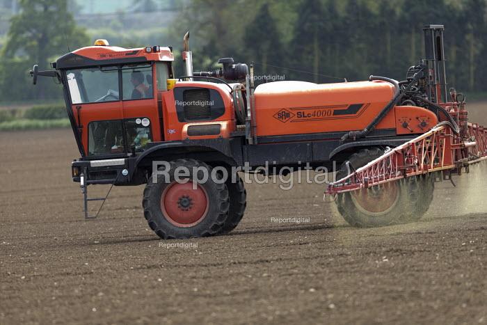 Crop spraying, Warwickshire - John Harris - 2016-05-13