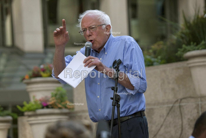 San Francisco USA Democratic Party Presidential candidate Bernie Sanders speaking to Hotel workers rally Unite here protest the refusal of Le Meridian Hotel to negotiate a contract with the union - David Bacon - 2016-05-18