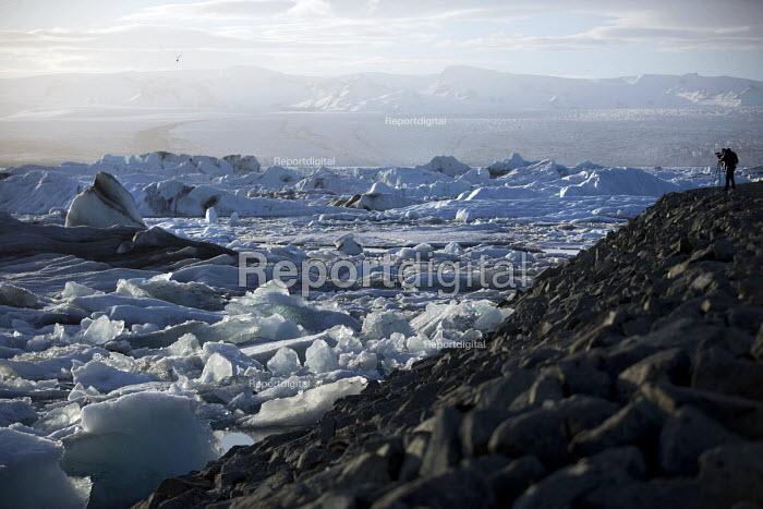 Jason N. Parkinson filming Jokulsarlon Glacier Lagoon, Nr. Vatnajokull National Park, Iceland - Jess Hurd - 2016-05-03
