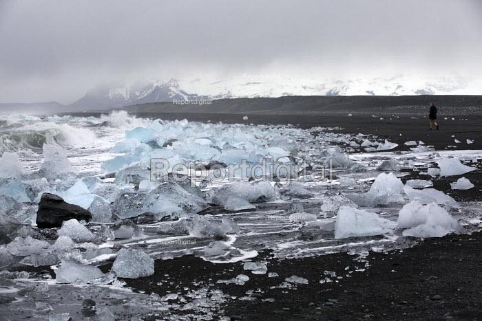 Iceberg black sand bearch nr Jokulsarlon Glacier Lagoon, Vatnajokull National Park, Iceland - Jess Hurd - 2016-05-04