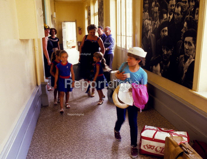 Miners strike children arriving in CGT offices in Lens France 1984 on a holiday paid for by French trade unions in solidarity - Stefano Cagnoni - 1984-07-30