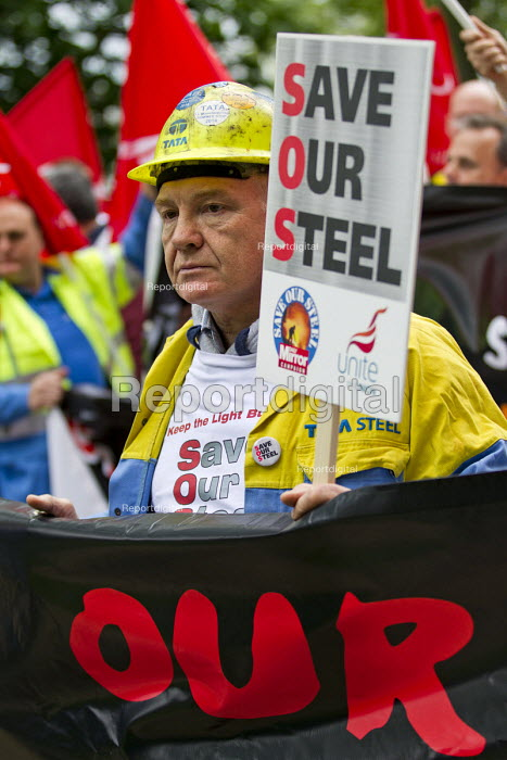 Steve Erwin. Steelworkers marching to demand government support the steel industry, Save Our Steel, Westminster, London. - Jess Hurd - 2016-05-25