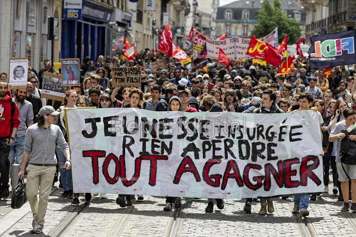 Bordeaux, Students and unions protest against proposed labor reforms, France. Banner Youth insurgents nothing to lose everything to gain - Sebastien Ortola - 2016-05-12
