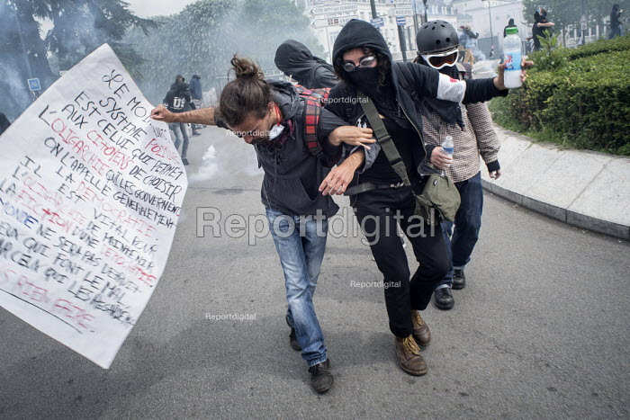 Defying a ban on protest against proposed labor reforms, Nantes, France, Protesters caught in tear gas - Jean Claude Moschetti - 2016-05-19