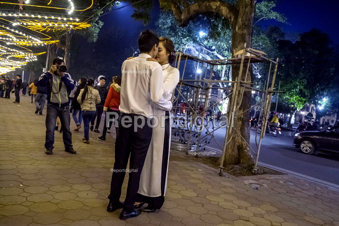 Hanoi, Vietnam A bride having her picture taken at night by Hoan Kiem Lake, a custom for women about to get married - David Bacon - 2016-01-05