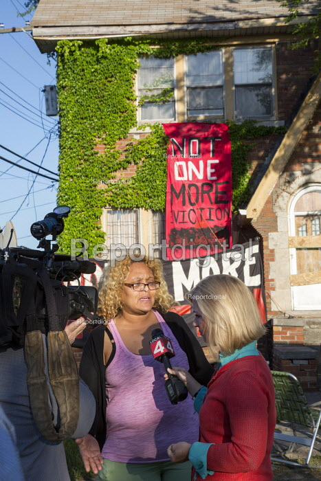 Detroit, Michigan, Jennette Shannon talking to a TV reporter as supporters try to prevent Thor Real Estate from evicting her from her home - Jim West - 2016-06-03