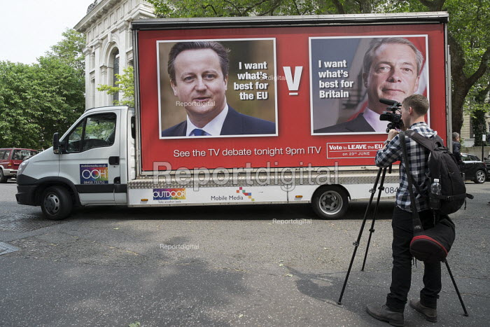 Video journalist. Launch of EU Referendum campaign poster, London - Philip Wolmuth - 2016-06-07