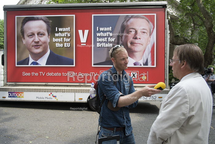 Michael Crick interviewed by radio journalist. Launch of EU Referendum campaign poster, London - Philip Wolmuth - 2016-06-07