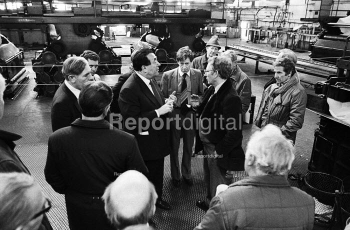 BPCC Park Royal, printers of the Radio Times, 1983. Robert Maxwell in heated discussion with Trade Union rep Peter Willliams, SOGAT Father of the Chapel at the printing plant. Following strike action, SOGAT occupied the plant after Maxwell caused deliberate destruction to the printing presses, seen in the background, in order to send the work to the north of the UKand bypass the workforce at Park Royal - Stefano Cagnoni - 1983-11-14