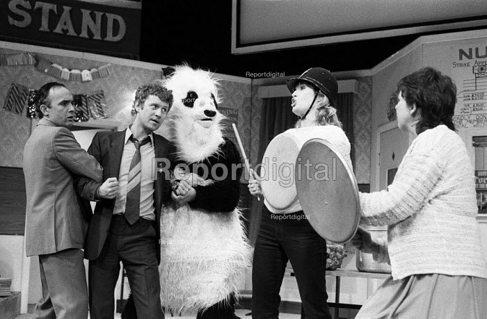 The Garden Of England, staged at the Shaw Theatre, London, 1985, written and performed by the 7:84 Theatre Company and based on the 1984-1985 Miners Strike. (L to R) Pip Donaghy, Derek Thompson, Andy Smith in panda costume, Eve Bland, Linda Broughton. Derek Thompson later found fame on tv as the longest running member of the cast of the BBC series Casualty. - Stefano Cagnoni - 1985-02-13