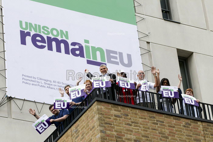 Dave Prentis, Unison Gen Sec and health workers with Unison Vote Remain, Don't Risk Our NHS banner, Unison HQ, Euston, London - Jess Hurd - 2016-06-08