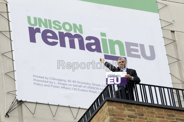 Dave Prentis, Unison Gen Sec with Unison Vote Remain, Don't Risk Our NHS banner, Unison HQ, Euston, London - Jess Hurd - 2016-06-08
