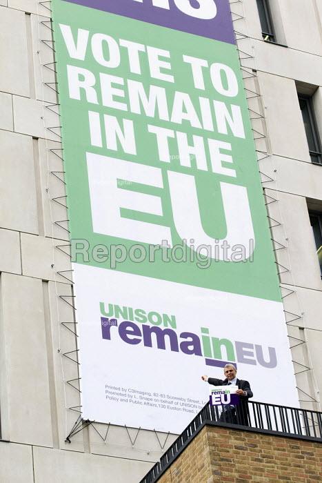 Dave Prentis, Unison Gen Sec with Unison Vote Remain, Don't Risk Our NHS banner, Unison HQ, Euston, London - Jess Hurd - 2016-06-08