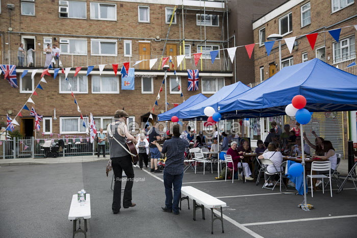Queen Elizabeth II 90th birthday celebration weekend. EastendHomes Street Party. Tower Hamlets, East London - Jess Hurd - 2016-06-11