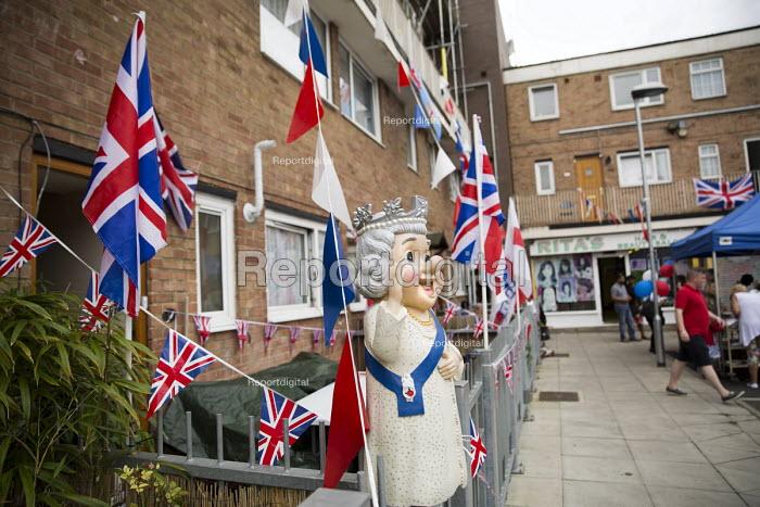 Queen Elizabeth II 90th birthday celebration weekend. EastendHomes Street Party. Tower Hamlets, East London - Jess Hurd - 2016-06-11