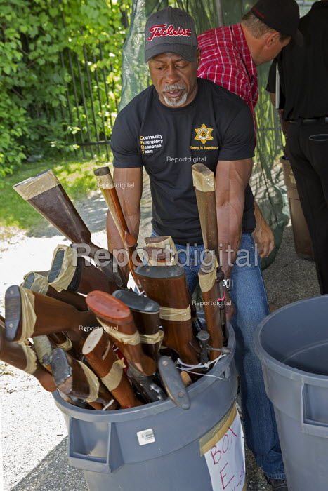 Detroit, Michigan Wayne County sheriff Anonymous Gun Buyback program, offering $50 for each weapon handed in - Jim West - 2016-06-11