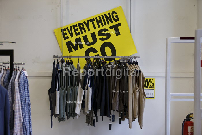 Report Digital Photojournalism Austin Reed Store Closing Down Everything Must Go Including 1000 Jobs Stratford Upon Avon John Harris 2016 06 1