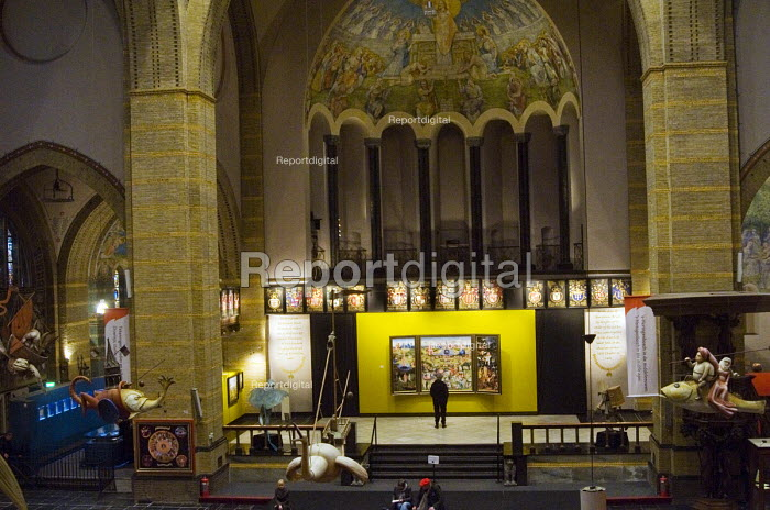 Visitors to an exhibition celebrating the 500th anniversary of Hieronymus Bosch (died 1516) one of the major artists of the Northern Renaissance, s-Hertogenbosch, Holland - Stefano Cagnoni - 2016-03-20