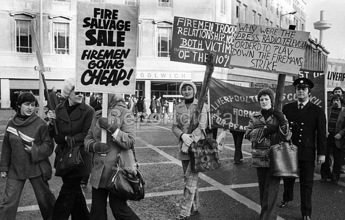 Firefighters National Strike, 1977. Firemen on strike for more pay are joined by public supporters as they march through Liverpool in support of their pay claim - John Sturrock - 1977-12-10
