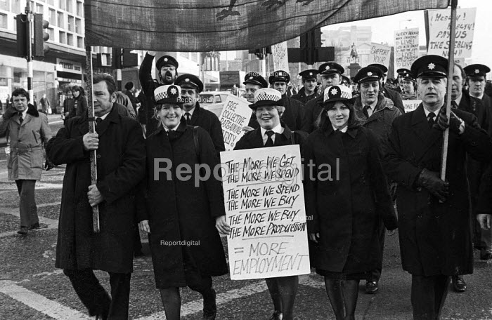 FBU National Strike, 1977. Firefighters on strike for more pay protest in support of their pay claim, Liverpool - John Sturrock - 1977-12-10