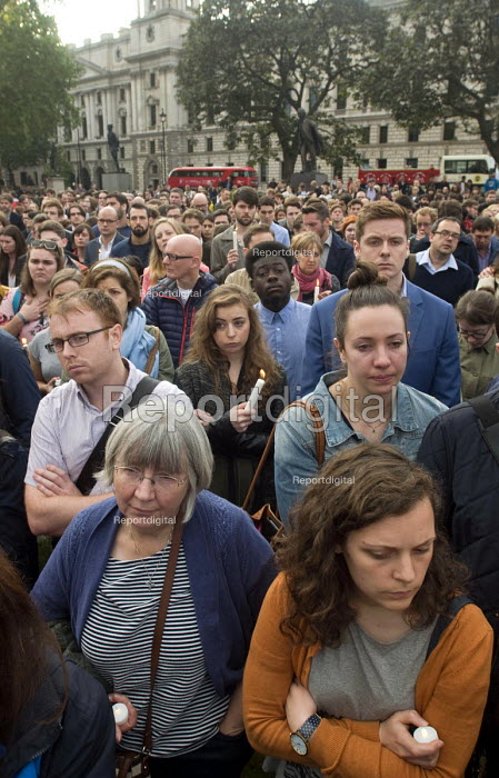 Vigil in Parliament Square for Jo Cox MP. Candlelit vigil in Westminster for murdered Labour MP, Jo Cox, London - Stefano Cagnoni - 2016-06-17