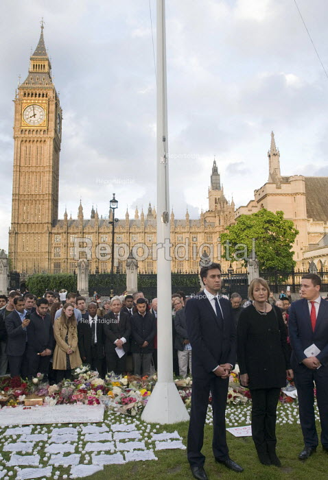 Vigil in Parliament Square for Jo Cox MP. Labour MPs Ed Miliband, Harriet Harman and Wes Streeting stand in solidarity with others showing their respect opposite the Houses of Parliament. - Stefano Cagnoni - 2016-06-17
