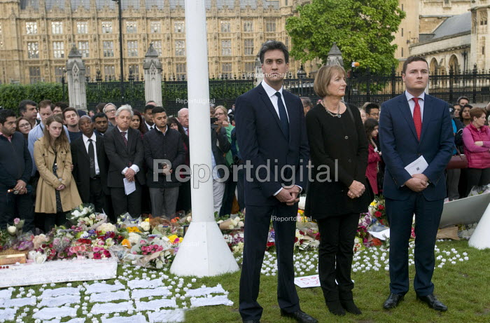 Vigil in Parliament Square for Jo Cox MP. Labour MPs Ed Miliband, Harriet Harman and Wes Streeting stand in solidarity with others showing their respect opposite the Houses of Parliament. Behind them to their left is John Bercow, Speaker of The House and Ruth Price, Parliamentary Assistant for Jo Cox MP - Stefano Cagnoni - 2016-06-17