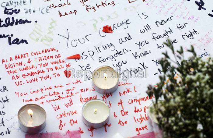 Vigil in Parliament Square for Jo Cox MP. Messages of solidarity and support at the makeshift shrine to the MP. Vigil in Westminster for murdered Labour MP, Jo Cox, London - Stefano Cagnoni - 2016-06-17