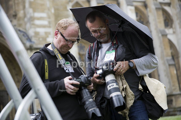 Jo Cox murder. Photographers Eddie Mulholland and Peter Macdiarmid sending photographs in the rain of MPs attending a service remembering murdered Labour MP Jo Cox, St Margarets Church London - Jess Hurd - 2016-06-20