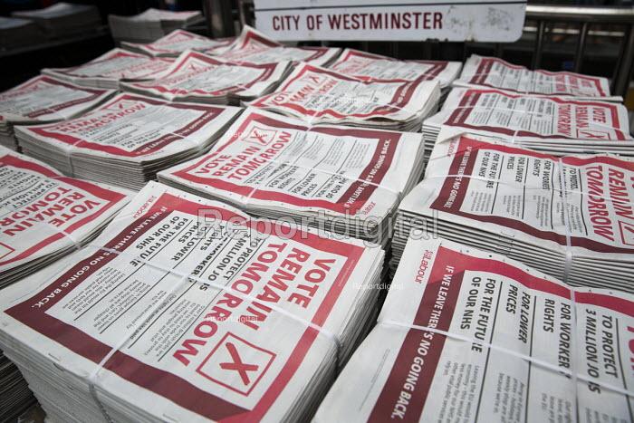 Vote Remain Tomorrow Labour Party Evening Standard referendum advert, London - Jess Hurd - 2016-06-22